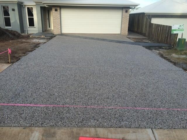 Exposed with colour fleck features - J&K Hilt Concreting Toowoomba